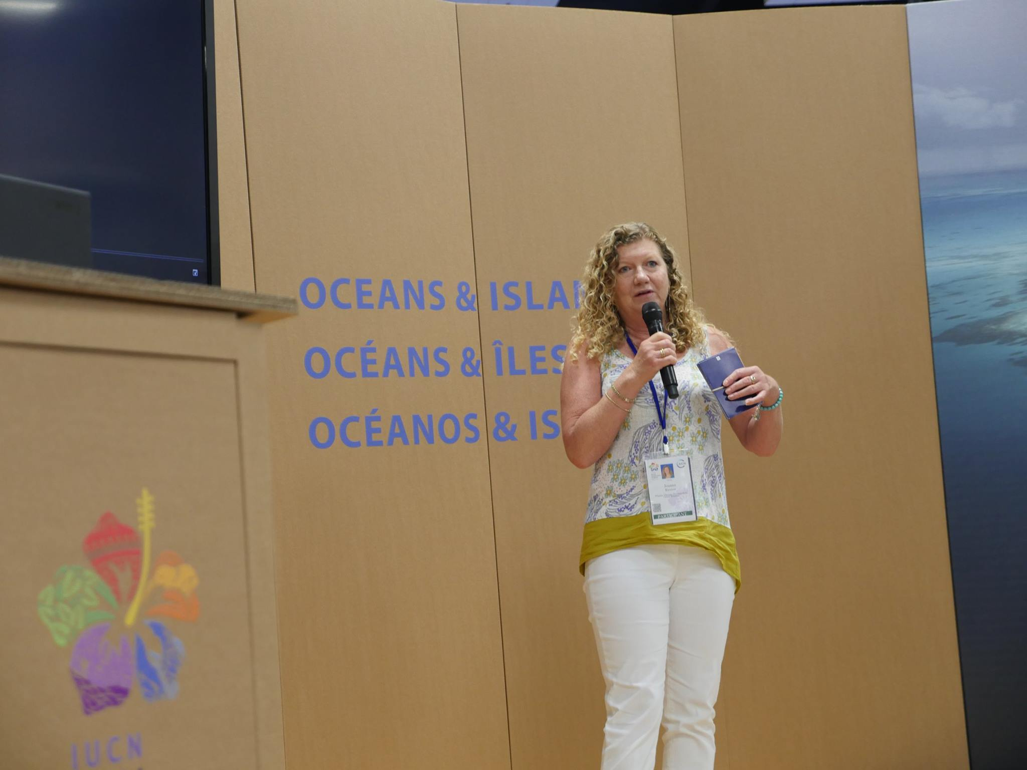 Jo Ruxton addresses the audience at IUCN