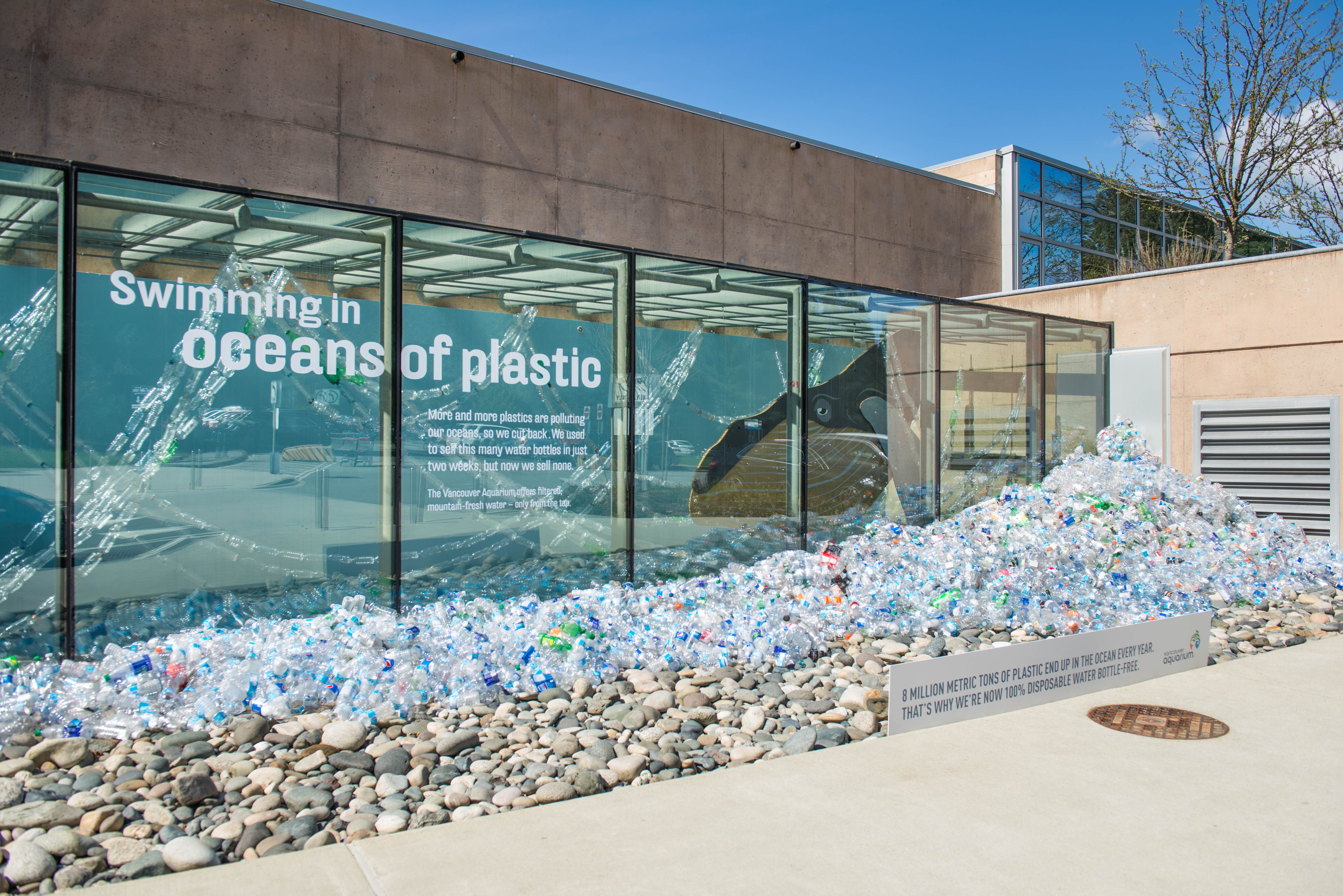 VANCOUVER AQUARIUM MARINE SCIENCE CENTRE FIRST ZOO OR AQUARIUM IN CANADA TO DISCONTINUE SALES OF SINGLE-USE PLASTIC WATER BOTTLES